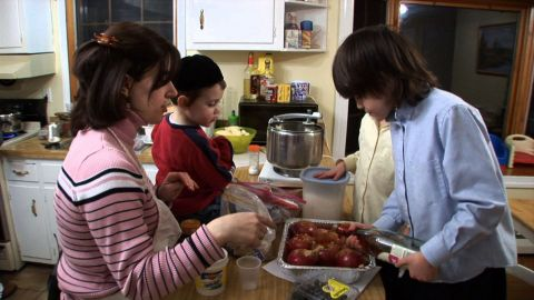 Hugs and Knishes: A Celebration of Our Jewish Food and Traditions
