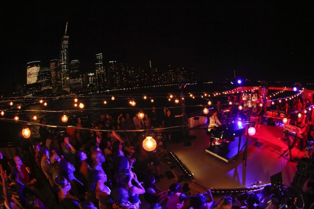 Lucky fans attend Alicia Keys' intimate concert on a Circle Line cruise in the New York City harbor and on the Hudson River.  Featured in Landmarks Live in Concert, a Great Performances Special on PBS, January 21 at 9pm.