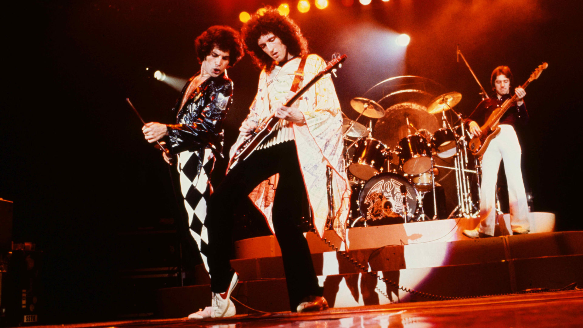 Freddie Mercury and Brian May on Queen's 1977 News of the World tour, in Queen Rock the World.