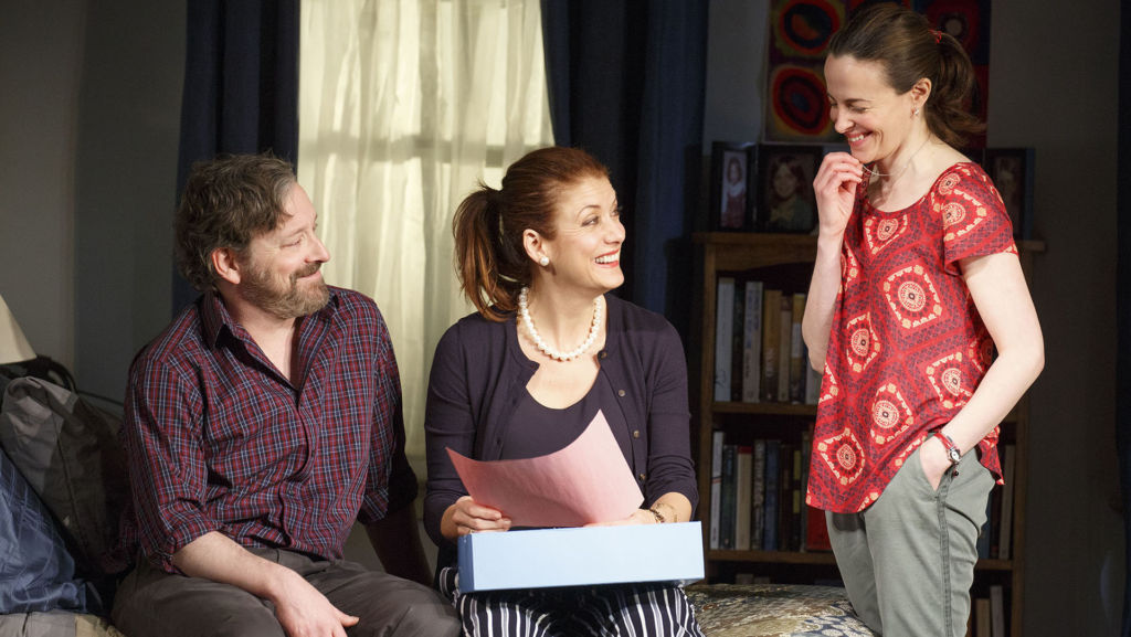 Roundabout Theatre Company presents If I Forget Pictured (l to r): Jeremy Shamos, Kate Walsh, Maria Dizzia.  Photo: Joan Marcus,