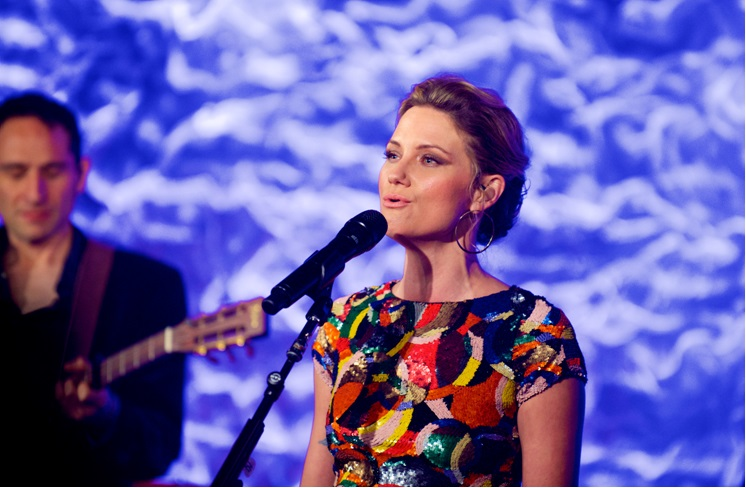 Jennifer Nettles performing on Front and Center, PBS.