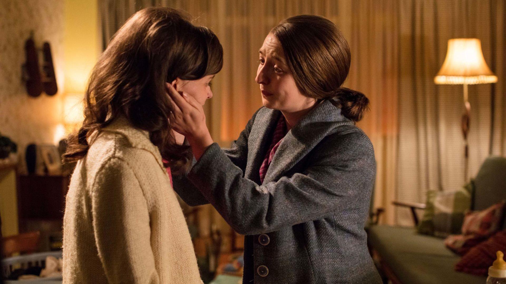 Cath Hindman (EMILY BARBER) shares her secret with her sister Lesley Whyte (JORDON STEVENS).